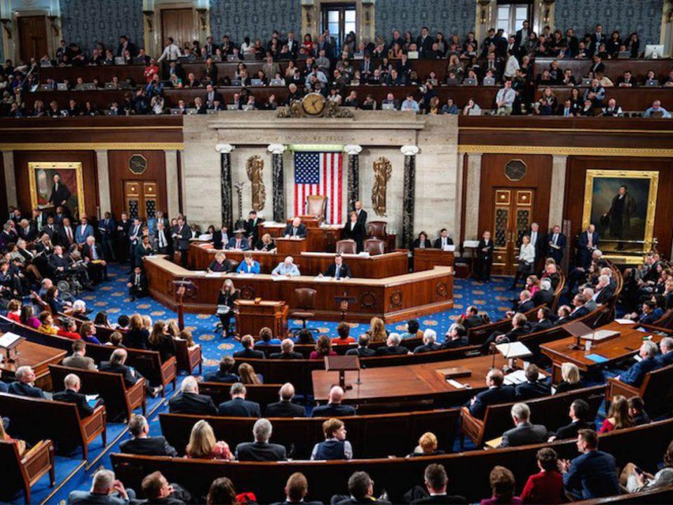 Cámara de EU aprueba salario mínimo de 15 dólares por hora