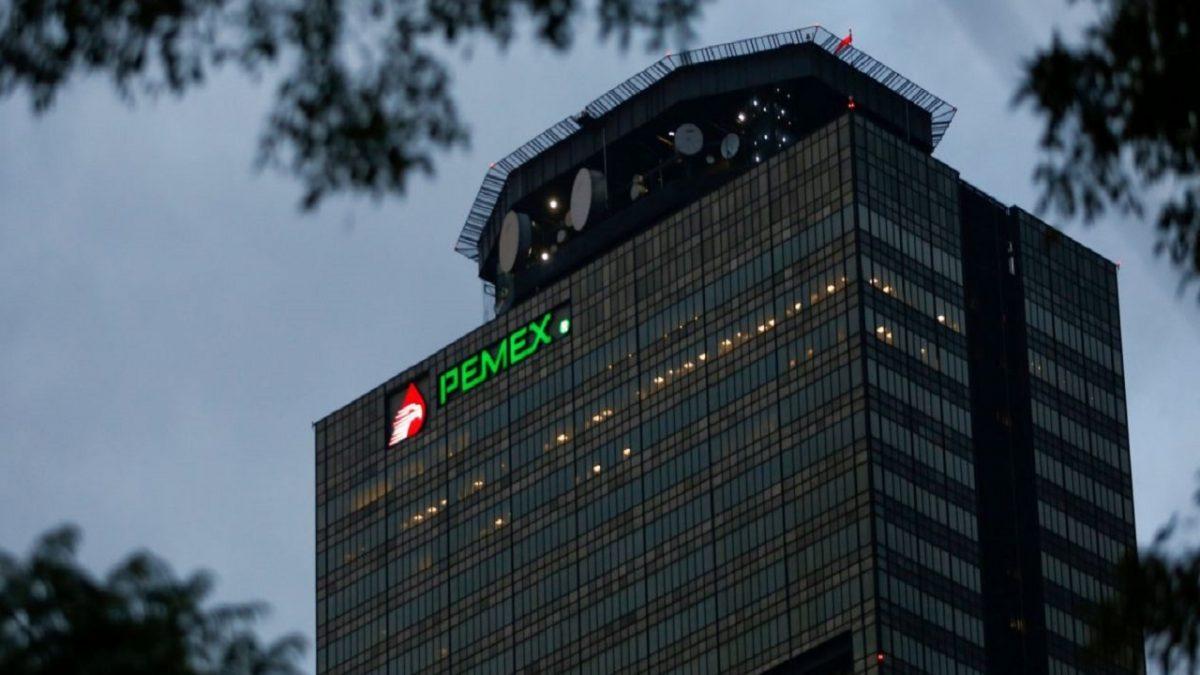 Pemex pide recorte de salario hasta diciembre